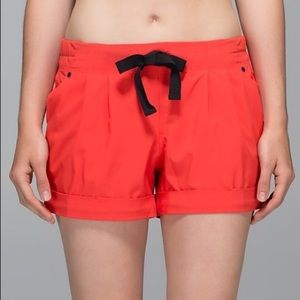 Lululemon Spring Break Away Short Alarming